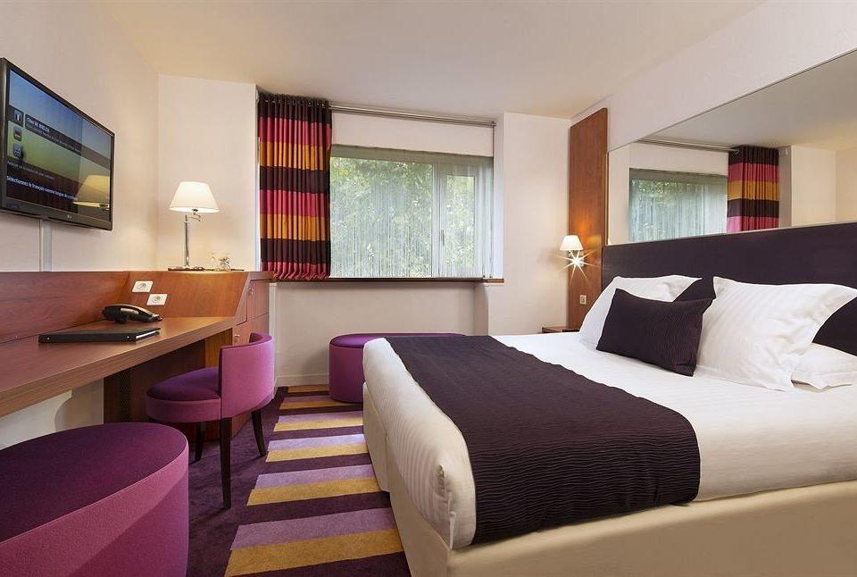 sofa property Bedroom chair Suite Resort condominium cottage Villa lamp