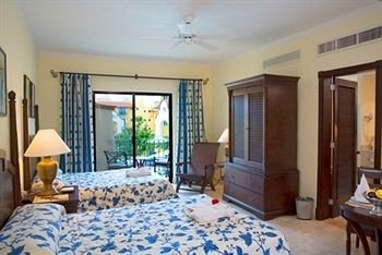 property Bedroom scene Villa cottage Resort Suite living room home condominium mansion farmhouse