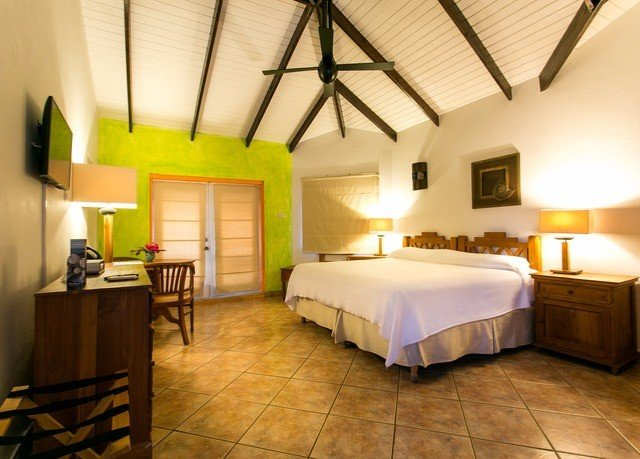 property building Suite Resort Villa cottage billiard room Bedroom