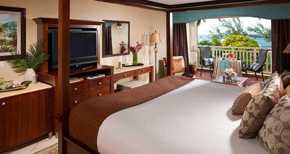 sofa property cottage Suite home Resort Villa Bedroom living room condominium