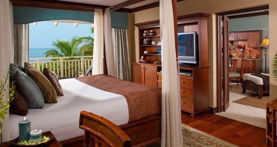 property home Suite cottage Villa Resort Bedroom condominium hardwood living room mansion farmhouse dining table