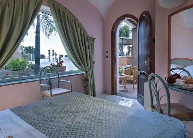 Bedroom property Villa Resort cottage home Suite mansion condominium
