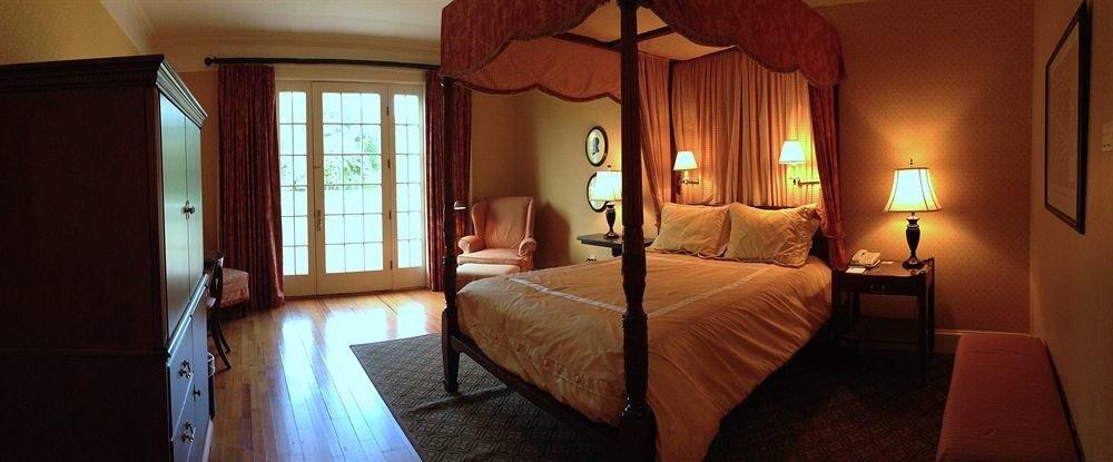property building Bedroom cottage Suite Villa mansion Resort lamp
