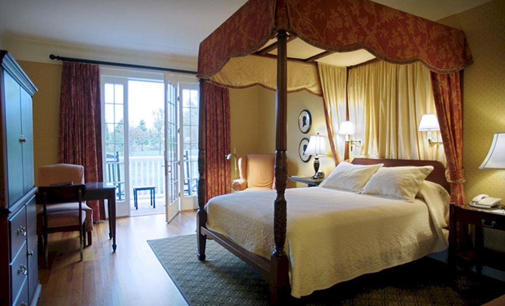 Bedroom property Suite cottage Villa Resort lamp