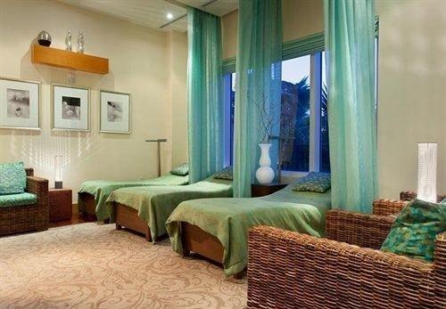 green property Bedroom Suite condominium Resort cottage living room Villa mansion