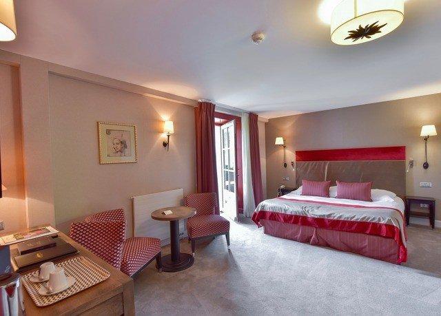 property Suite Bedroom red cottage Villa Resort flat lamp