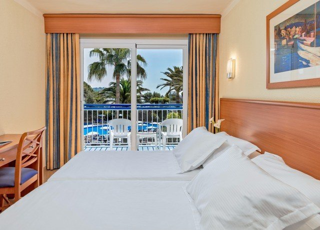 property Suite Bedroom cottage Resort Villa condominium pillow