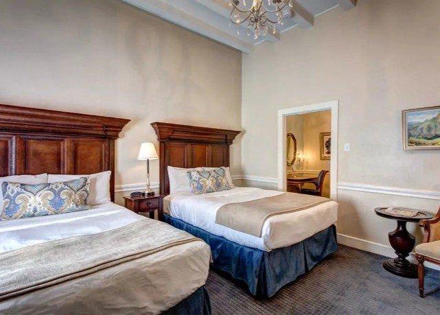 Bedroom property Suite cottage Villa Resort tan