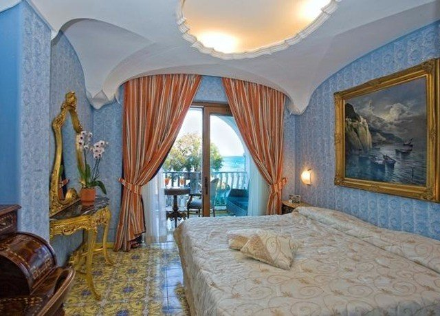 property Bedroom Resort Suite Villa mansion cottage blue