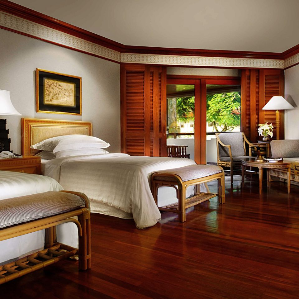 Bedroom Resort property Suite hardwood home living room wood flooring Villa cottage