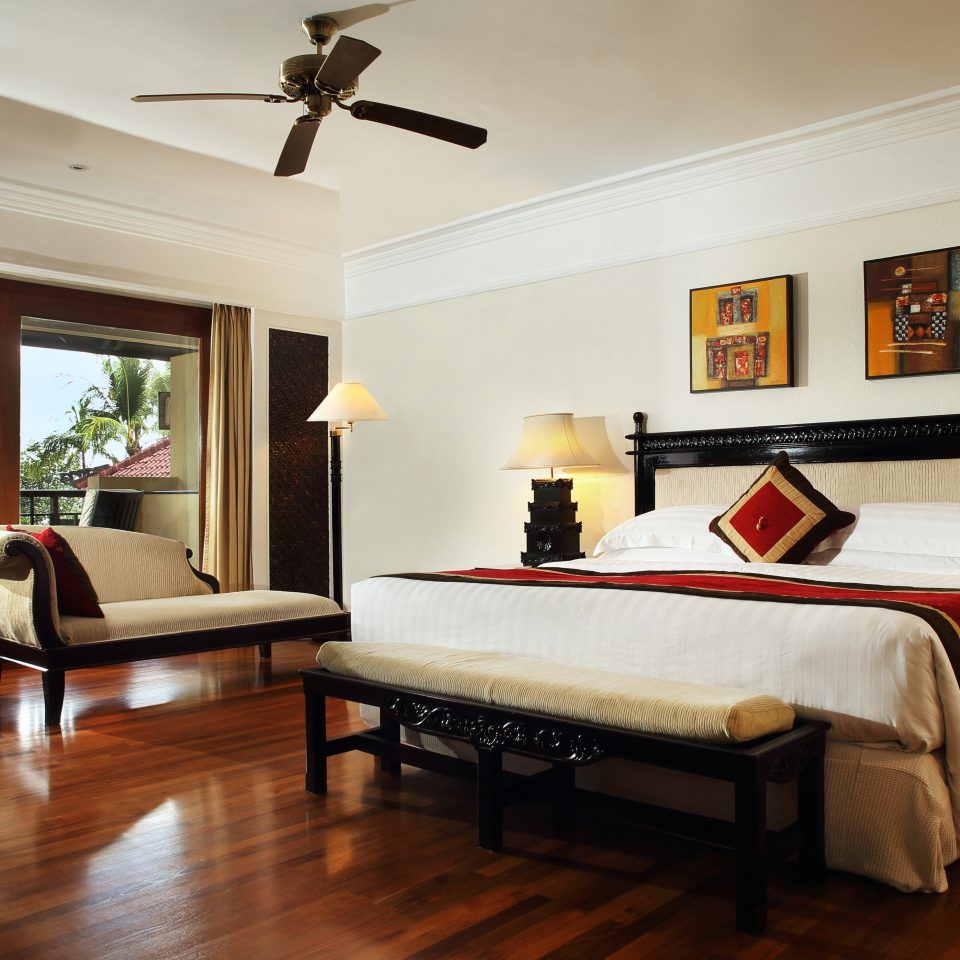 Bedroom Resort property home hardwood living room Suite cottage Villa wood flooring hard flat