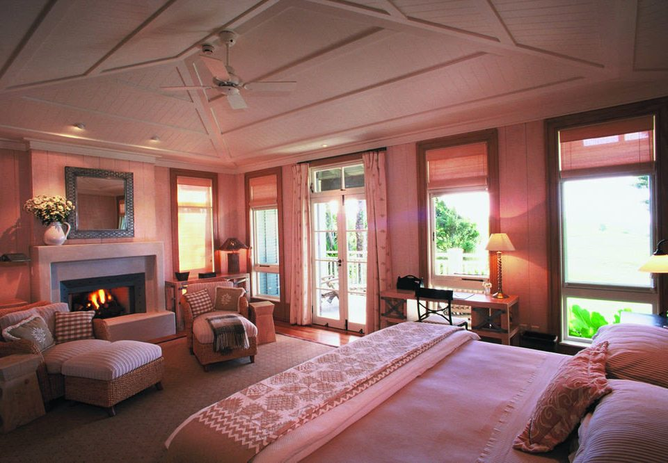 Bedroom property living room home Suite recreation room Resort cottage mansion Villa