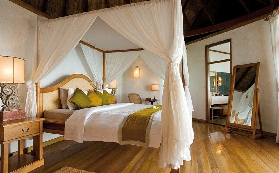 property Bedroom Suite cottage wooden Villa mansion farmhouse Resort four poster