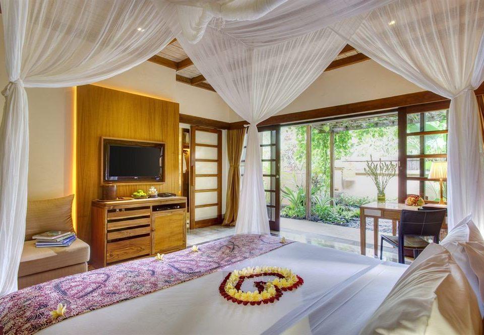 curtain Bedroom property Resort Suite cottage home living room Villa bed sheet