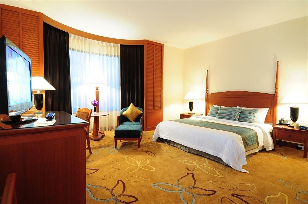 Bedroom property Suite desk Resort cottage Villa lamp