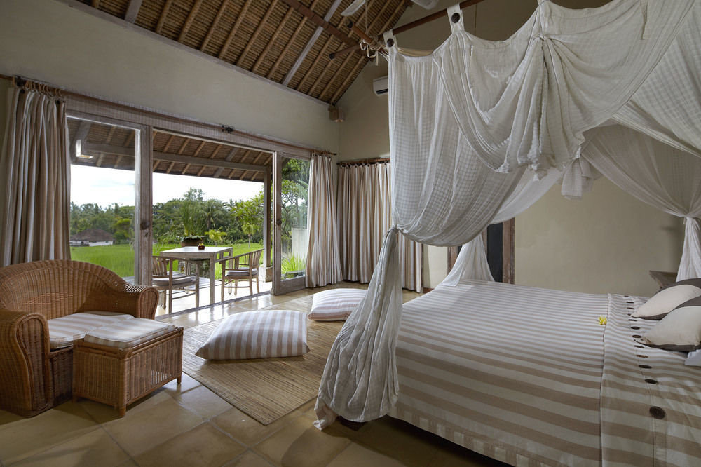 property Bedroom cottage Suite Villa Resort curtain living room