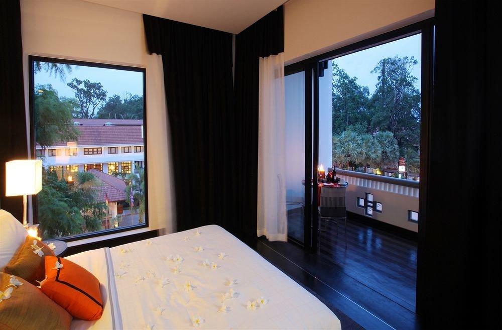 property Suite Bedroom swimming pool condominium home living room Villa Resort cottage