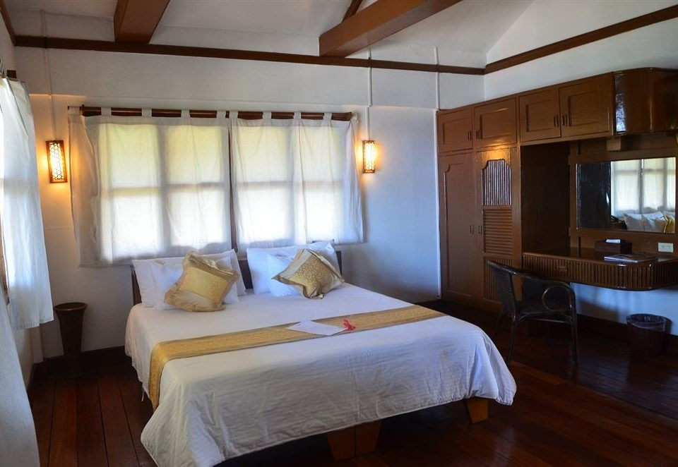 property Bedroom Suite cottage Resort Villa vehicle