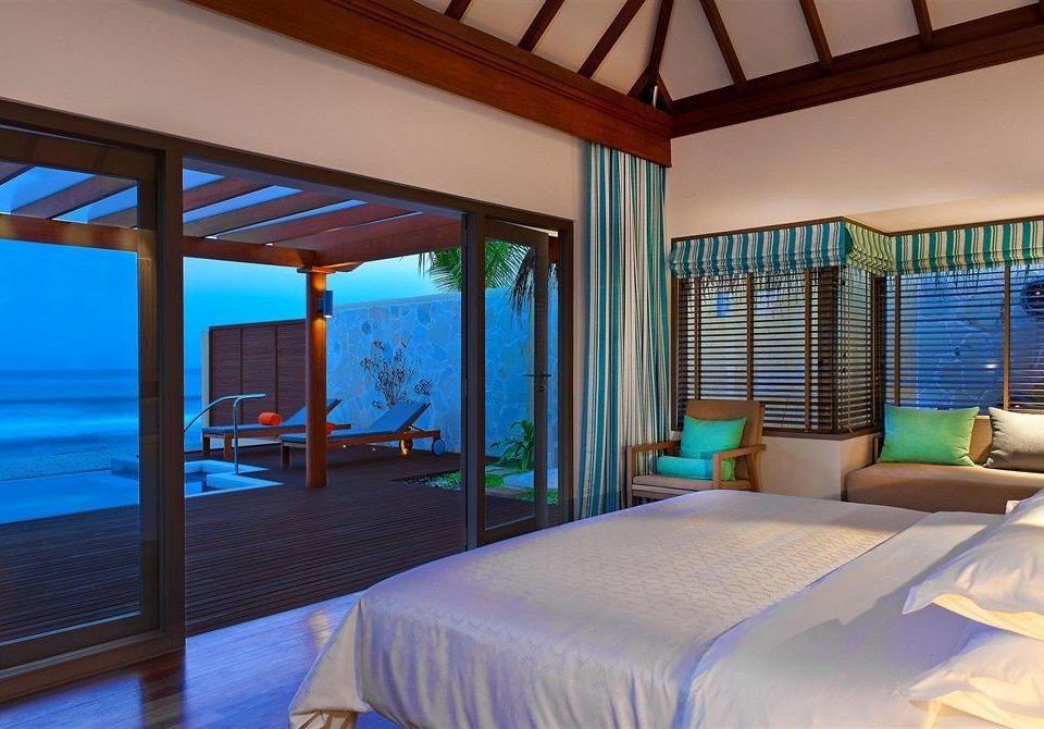 Bedroom property Resort Villa swimming pool Suite cottage condominium