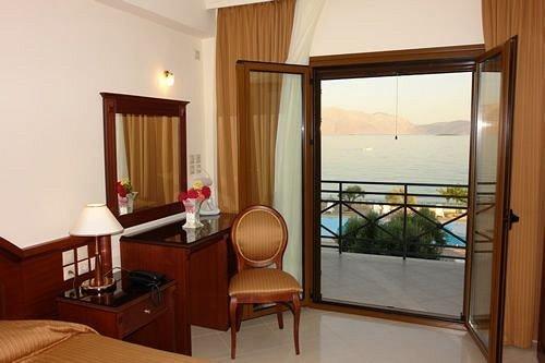 property Suite cottage Villa condominium Resort Bedroom