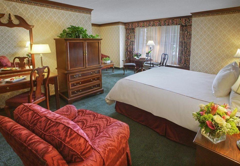 sofa property Suite Resort cottage Villa Bedroom set