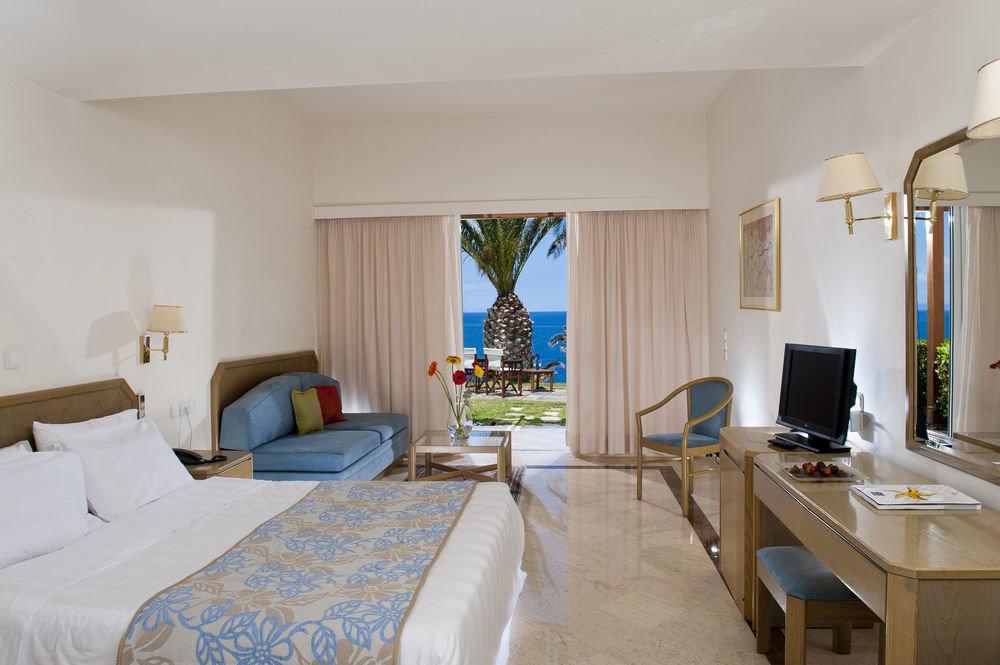 property Suite Villa Bedroom cottage Resort home living room condominium