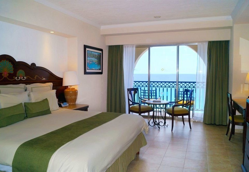 Bedroom property Resort condominium Suite Villa cottage living room mansion
