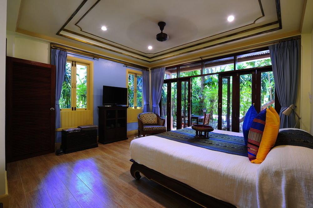 sofa property living room house home Resort condominium Suite mansion Villa Bedroom cottage