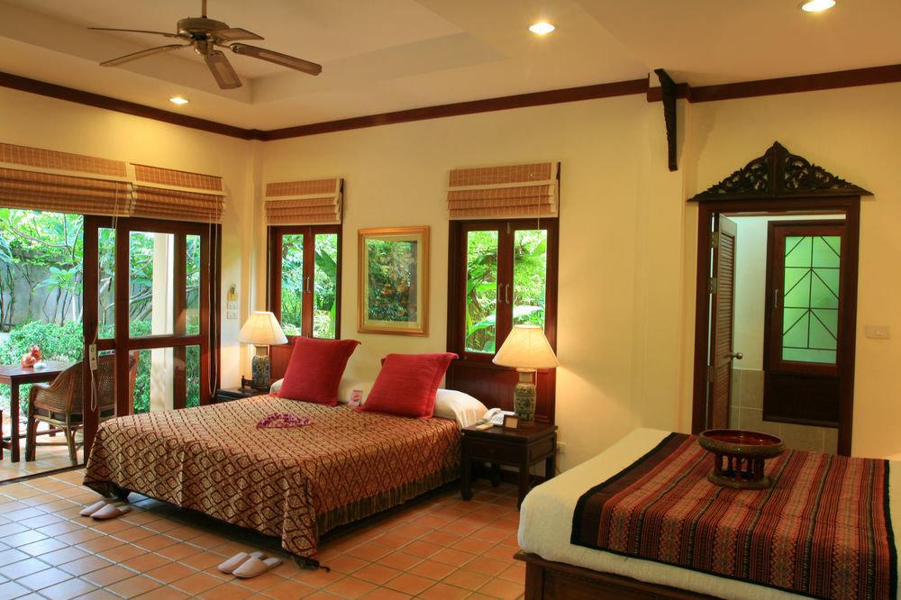 property Bedroom Suite Resort living room cottage home Villa flat