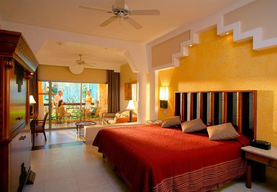 Bedroom property Resort Suite Villa cottage living room