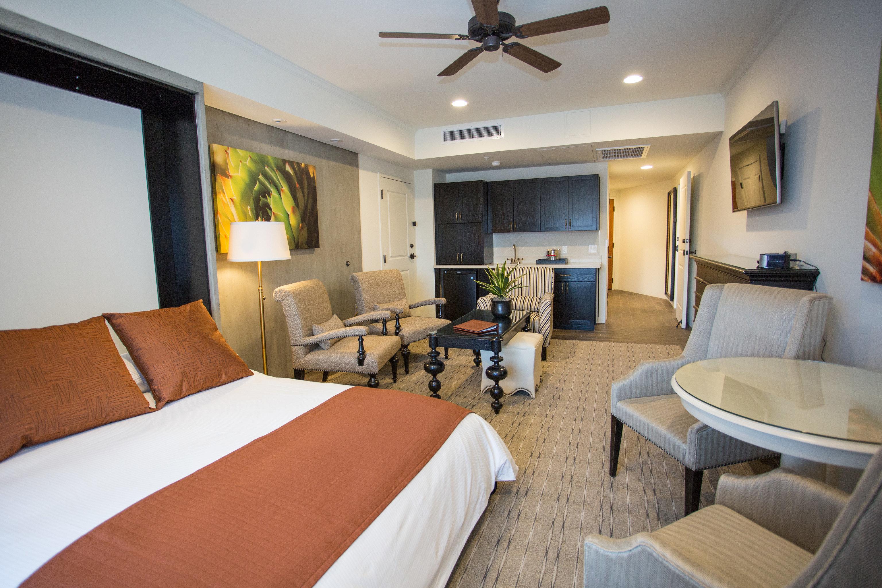 Bedroom property Suite cottage condominium Villa Resort living room