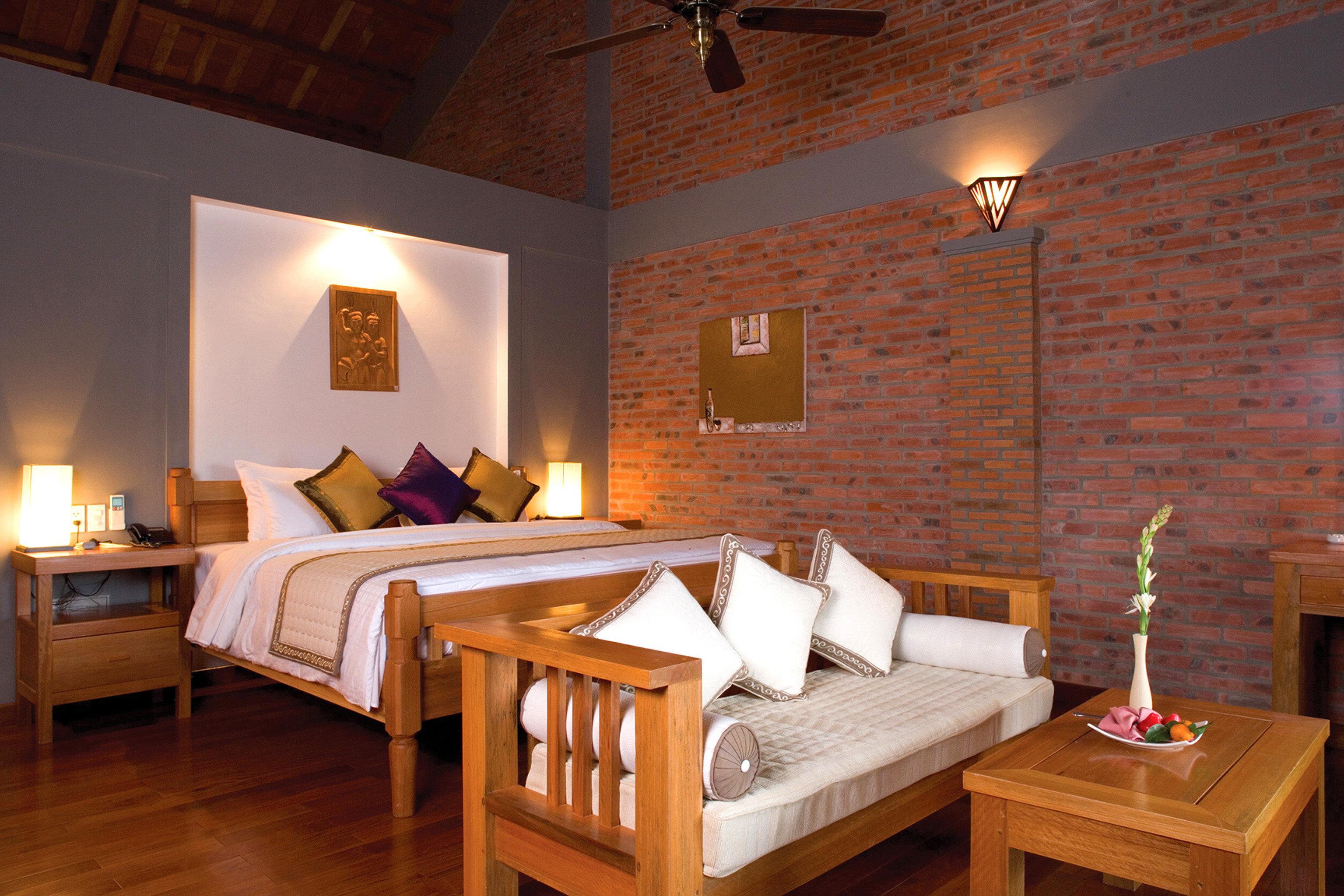 Bedroom Resort Suite property cottage hardwood home Villa farmhouse living room wood flooring
