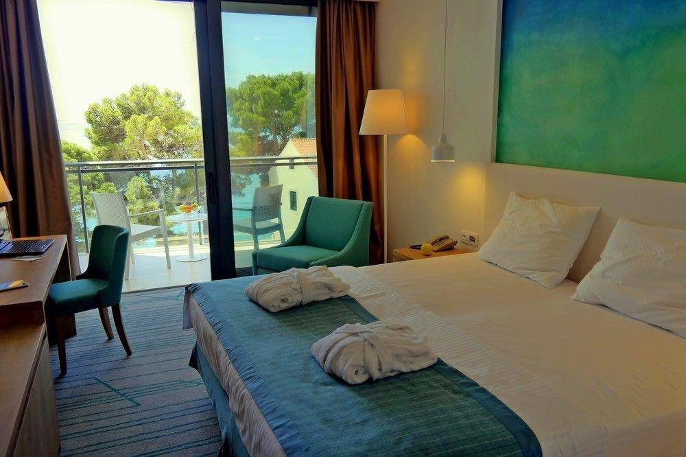 property building Bedroom Suite cottage Resort Villa living room condominium