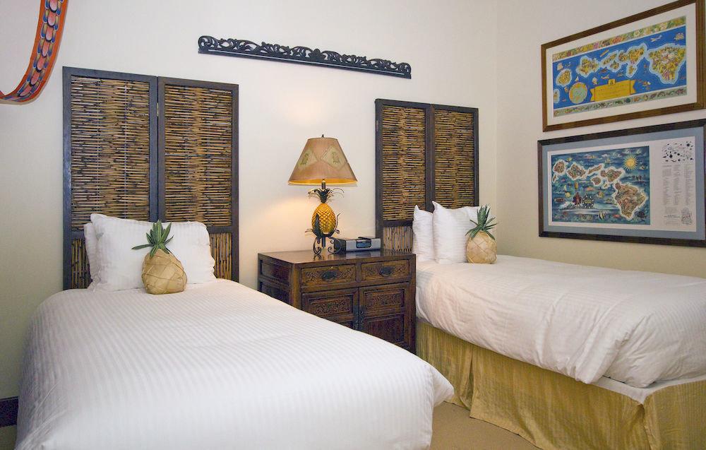property Bedroom cottage pillow Suite Villa Resort