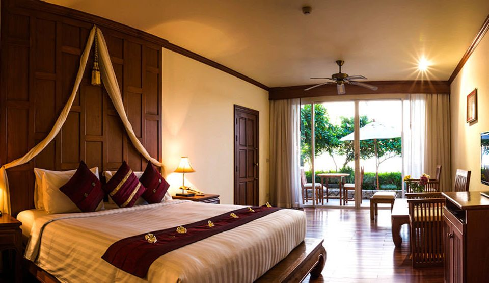 property Bedroom Resort Suite cottage Villa home living room