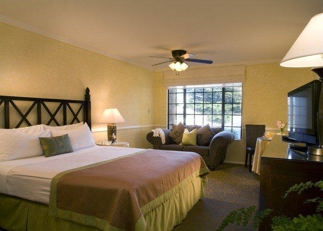 Bedroom property Suite Resort cottage Villa condominium