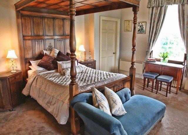 property chair living room cottage home farmhouse Bedroom Villa hardwood Suite mansion Resort