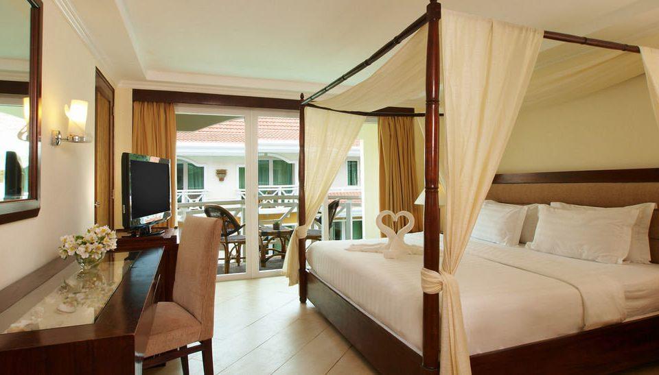 property Suite Bedroom Villa cottage home condominium Resort living room
