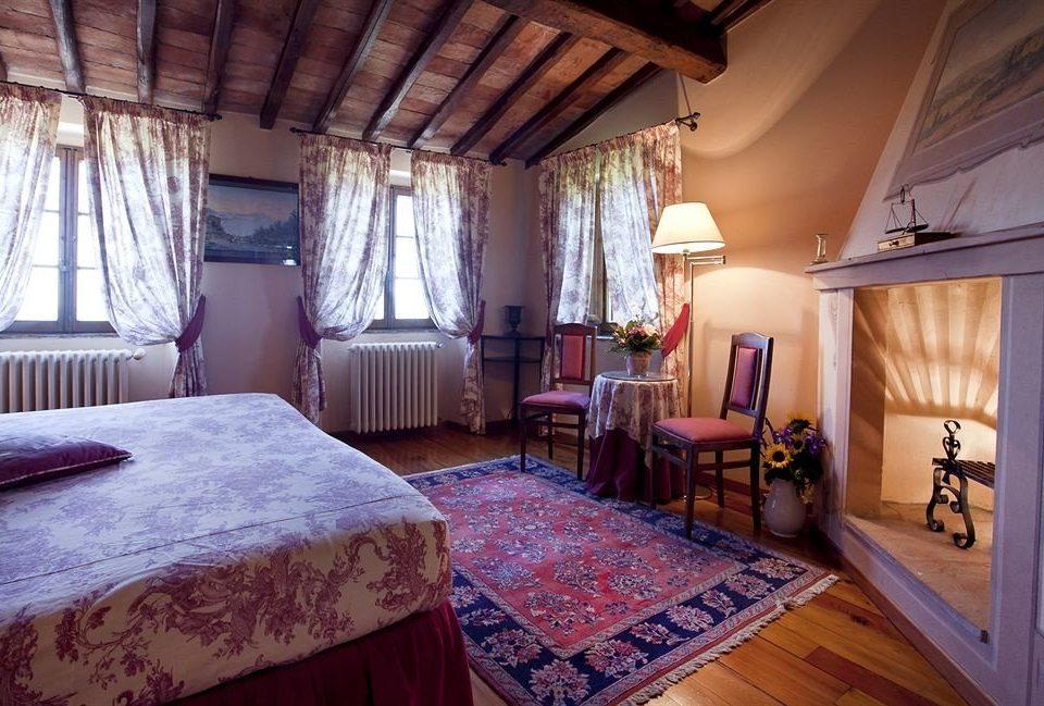 Bedroom property building cottage Villa Resort farmhouse rug