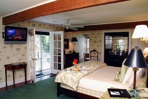 property Bedroom cottage Villa home living room farmhouse Resort