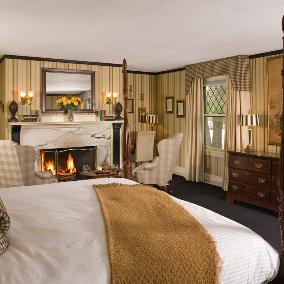 Romance Trip Ideas Weekend Getaways property Bedroom Suite home hardwood cottage living room