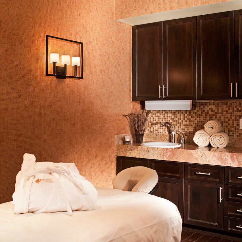 Spa Wellness property Bedroom Suite hardwood home cottage