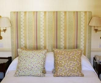 curtain bed sheet Bedroom textile Suite pillow window treatment arranged