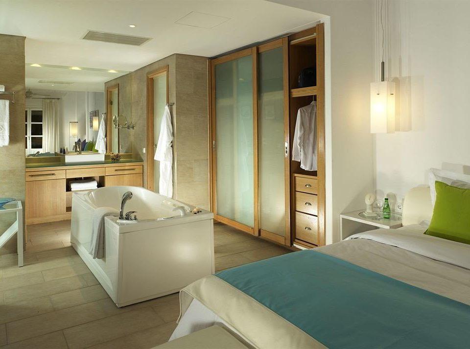 property Bedroom green bathroom home Suite condominium swimming pool mansion