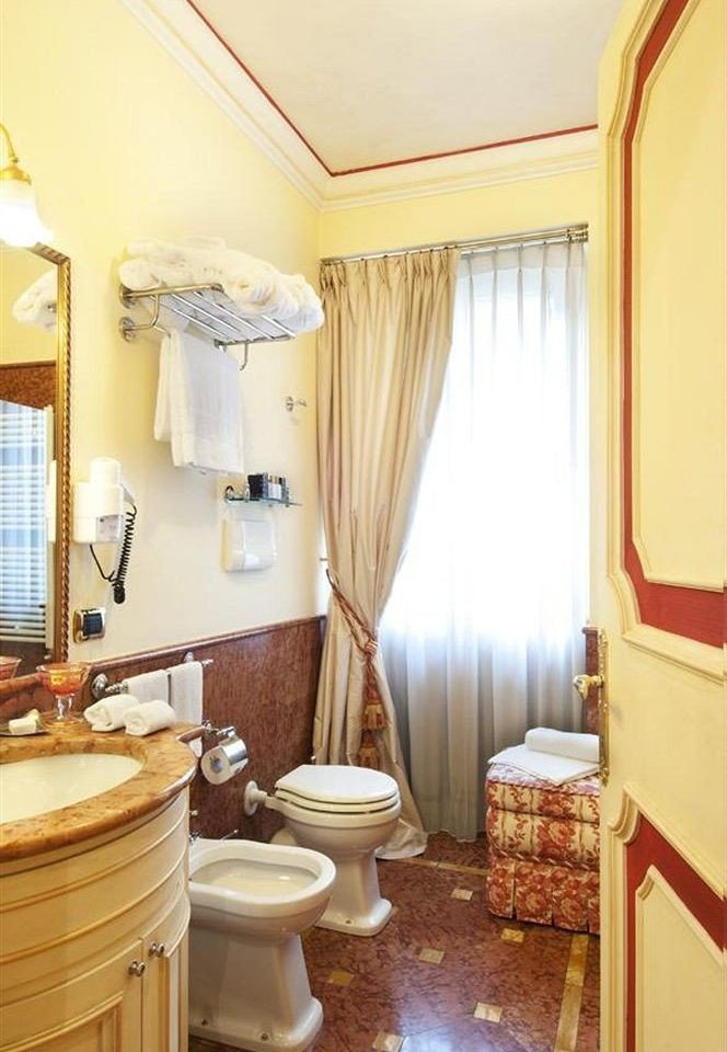 bathroom property Suite cottage home Bedroom