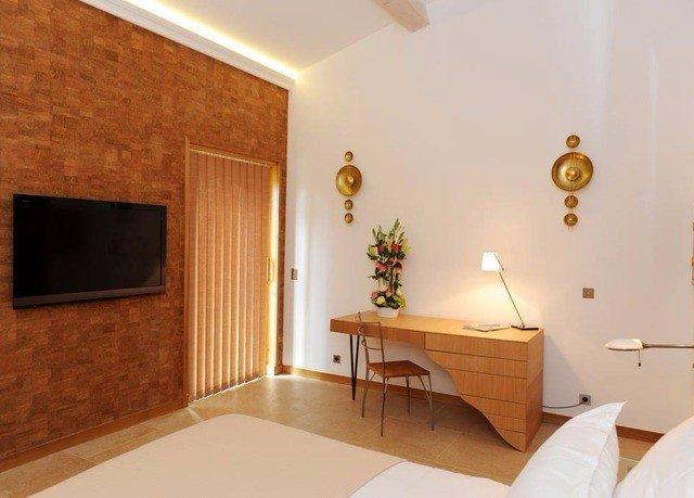 property home Suite cottage bathroom Bedroom