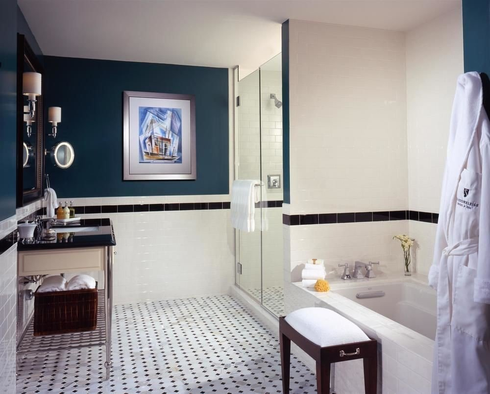 property Suite home cottage bathroom Bedroom