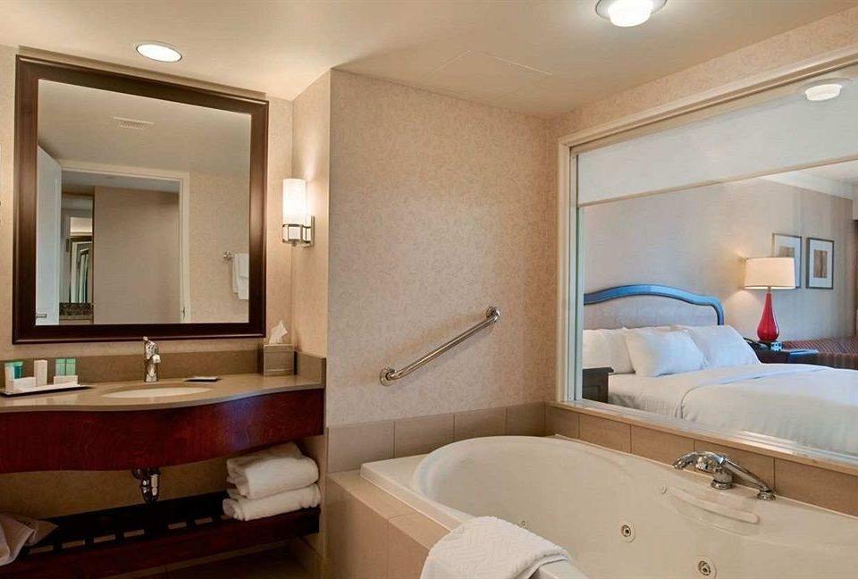 bathroom mirror property Suite sink cottage Bedroom tub tan