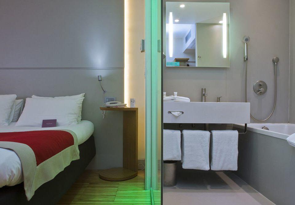 property bathroom green Suite cottage Bedroom tan