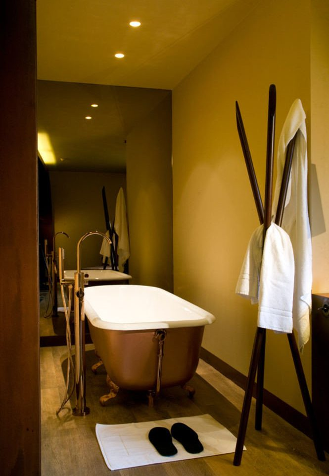 Suite lighting Bedroom bathroom plumbing fixture
